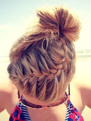 Loose bun hairstyles for swimming