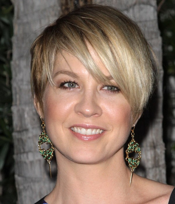 Short Hairstyles for Round Faces Sleek short cut