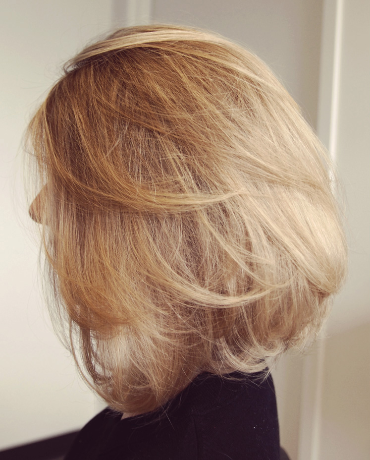 airy-volume short hairstyle round faces