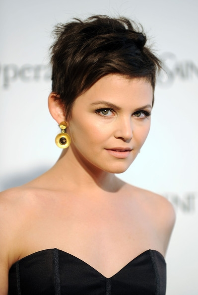 deep pixie cut hairstyle for round face