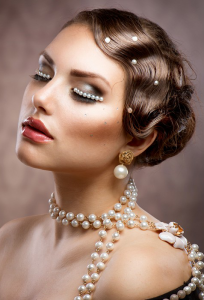 hairstyle-for-women-wavy-vintage-updo
