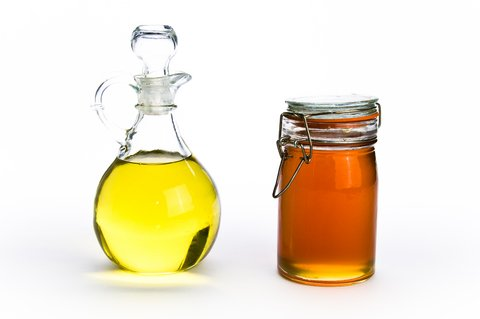 olive-oil-and-honey-for-healthy-hair