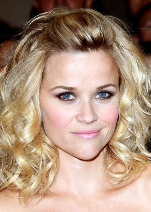 parted-puff-with-middle-length-loose-layers-hairstyle-for-women