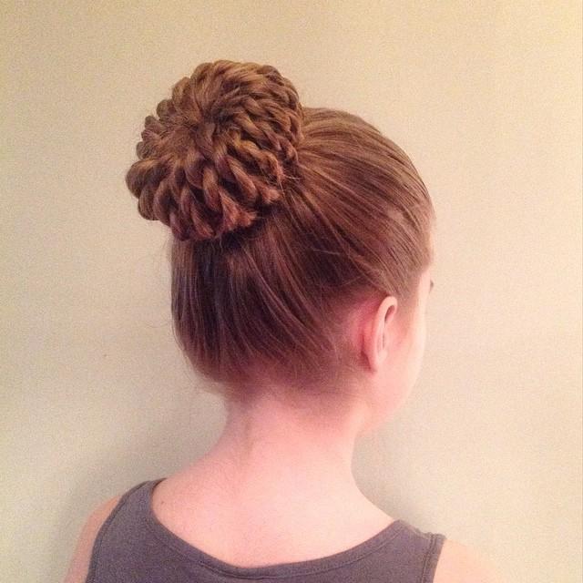 fish fin bun hairstyle