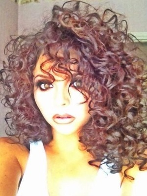 rugged-ringlets-waves-hairstyle-for-women