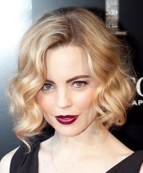 soft-short-wavy-hairstyle-for-women
