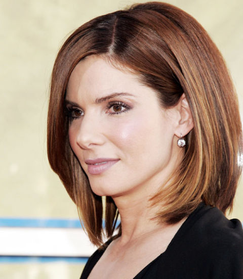 straight-long-bob-with-side-part-half-way-middle-length-hairstyle-for-woman