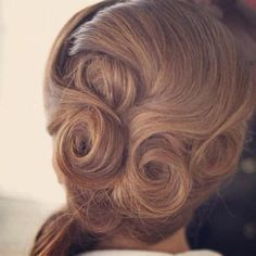 swirl-with-a-turl-vintage-up-do-hairstyle-for-women