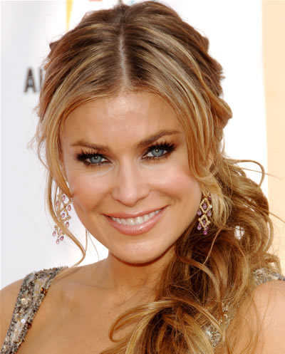 10 Types of Astonishing Side Ponytail middle parted side pony tail with bangs