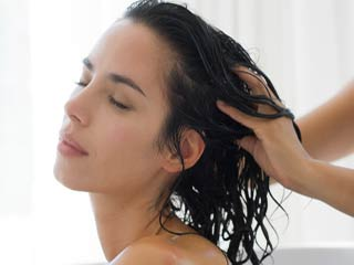 Easy Hair Tips Every Woman Should Know oiling