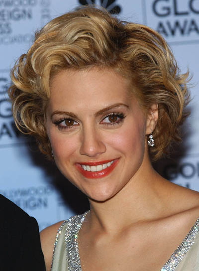 Slight and easy morning hairstyles Side parted short curly hair