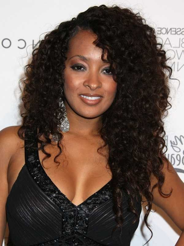 curly hairstyle for black women Simple side parted curly hair