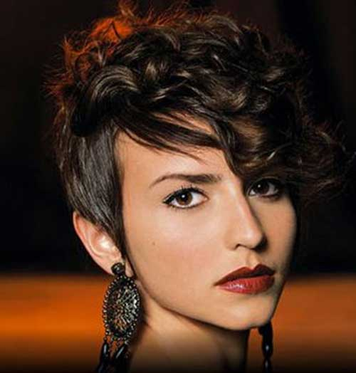 short curly hairstyle with bangs Bold curls with bangs