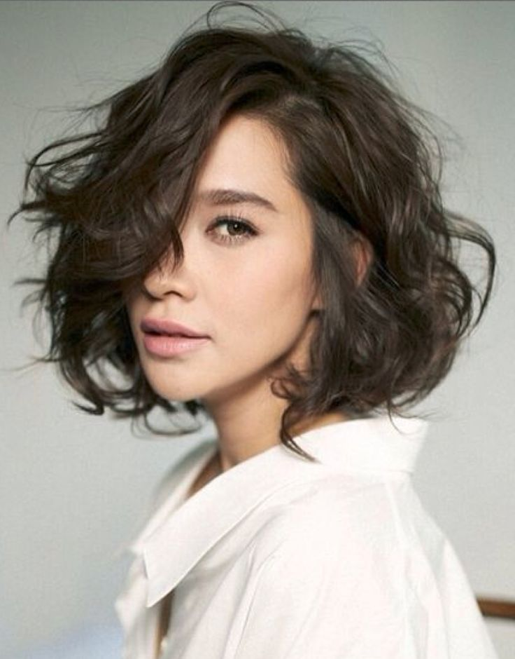 short curly hairstyle with bangs Messy side parted waves with bangs