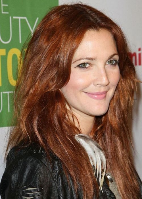Hair colors perfectly suitable for women above 40 Reddish brown