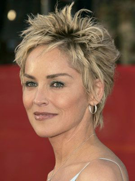 hairstyle for women above 50 Messy and wispy cropped style