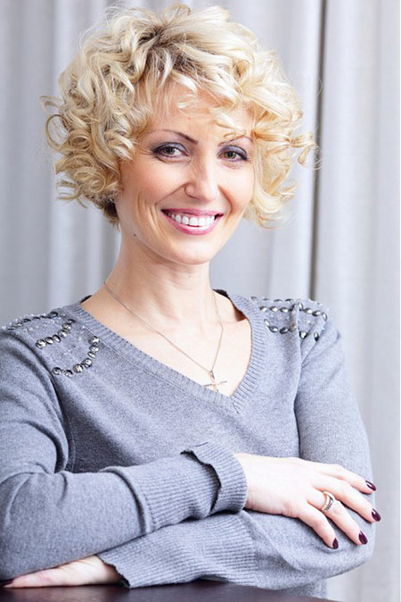 hairstyles for women above 60 Short curls