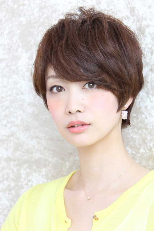 Asian short hairstyles for women Short cut with blunt bangs