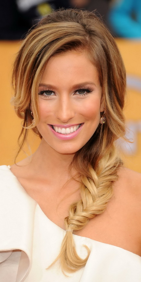 Braided hairstyles suitable for prom night Simple braid