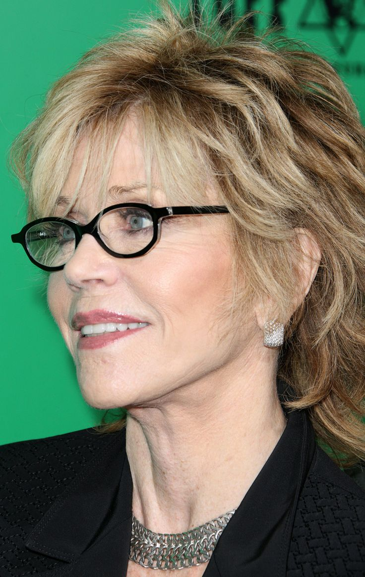 Hairstyles for Women above 50 with Fine Hair and Glasses thicklob cut