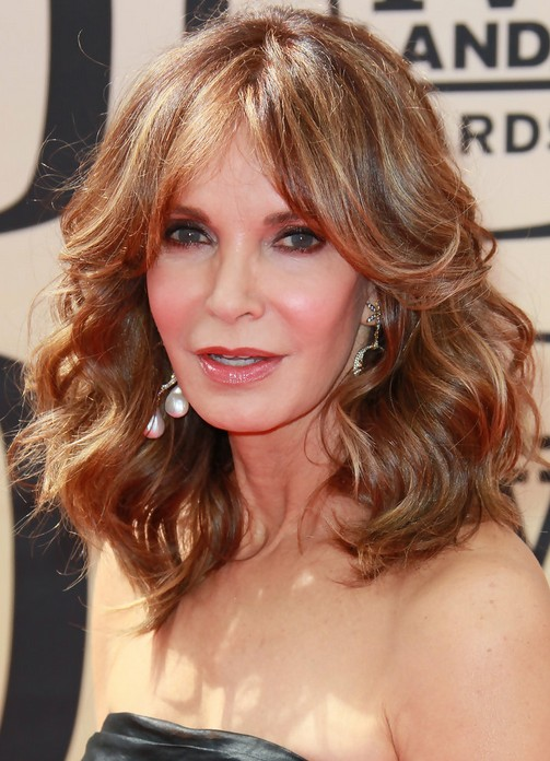 Hairstyles for women with middle length in their 40 Chocolate and caramel curls