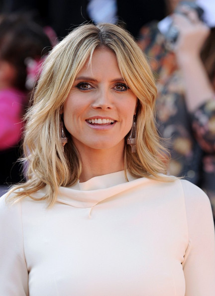 Hairstyles for women with middle length in their 40 Long blonde bob