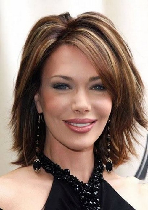 Hairstyles for women with middle length in their 40 Sassy side bang