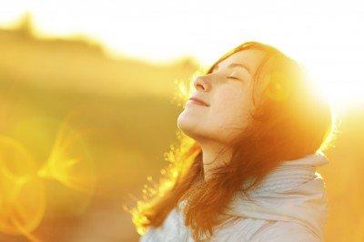 Dye Your Hair with Lemon Juice-Soak in the Sun