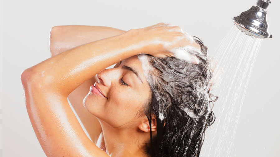 Dye Your Hair with Lemon Juice-Wash off the hair