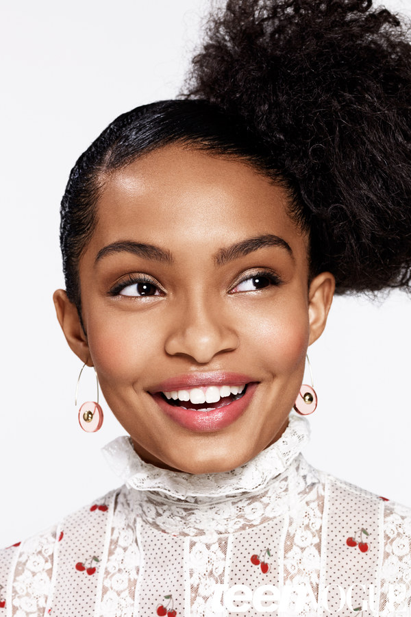 Natural hairstyles by the celebs Yara Shahidi top knot