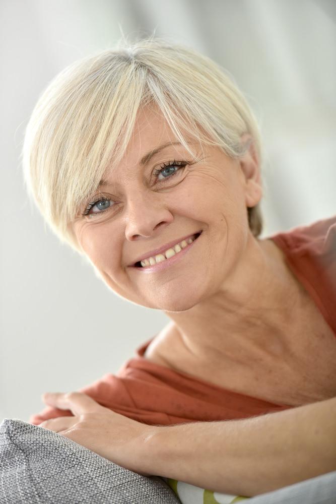 chic short hairstyles for women Ellen chic look