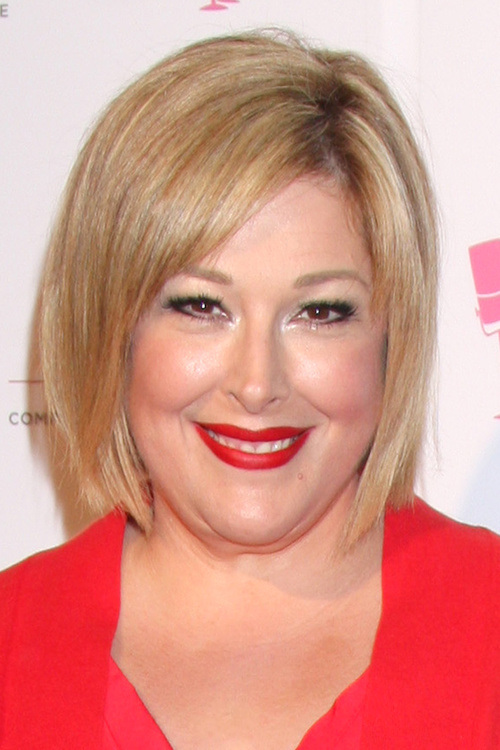 hairstyle for fat women above age 40 layered bob cut with side bangs