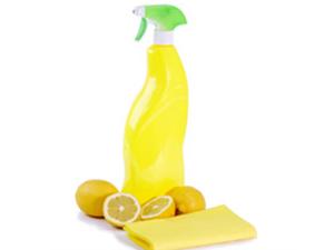 Dye Your Hair with Lemon Juice-lemon juice in spray bottle