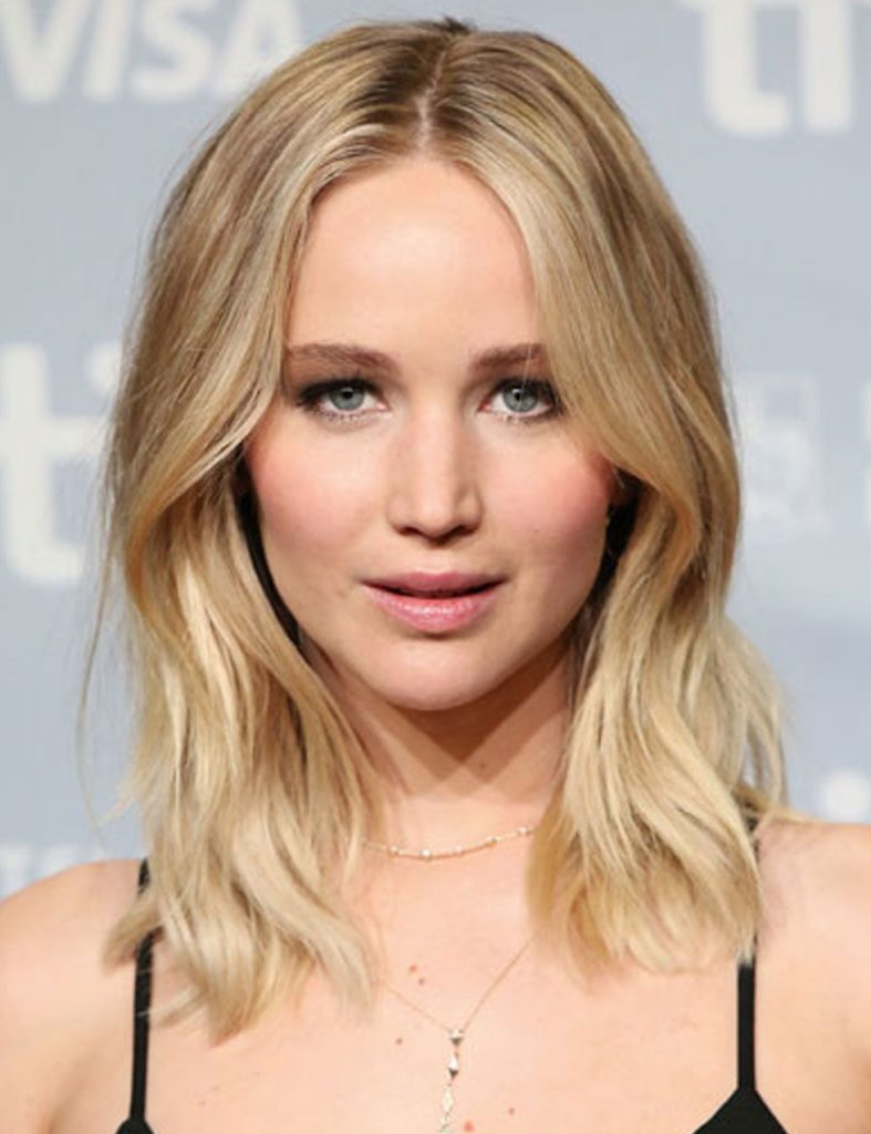 blonde parted hairstyle