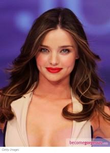 Miranda- Kerr- Hairstyles- Center-parted Curls
