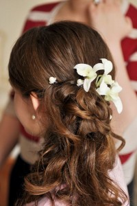 wedding-hairstyle-for-women-with-long-hair-flowery-halfup