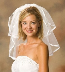 wedding-hairstyle-for-women-with-short-hair-modern-edge