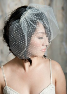 wedding-hairstyles-for-women-with-curly-hair-Retro Curly Bob with a Birdcage Veil