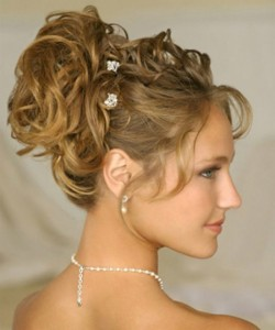 wedding-hairstyles-for-women-with-long-hair-a-symmentrical-pin-up