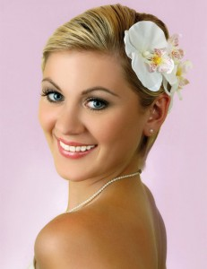 wedding-hairstyles-for-women-with-short-hair-flower-at-crown