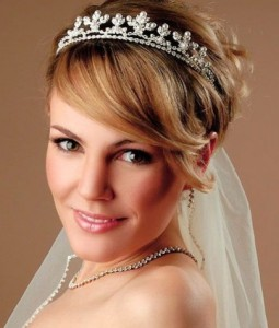 wedding-hairstyles-for-women-with-short-hair-pixie-with-crown