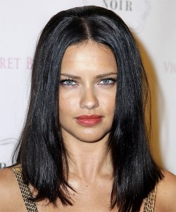 Adrianna-Lima-middle-parted-straight-hair