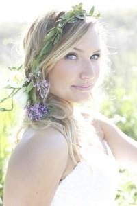 bohemian-blooms-wedding-hairstyles-using-flowers