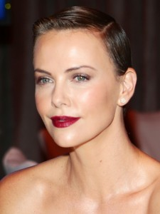 charlize-theron-textured-pixie