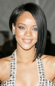 short-hairstyles-for-black-women-A symmetric bob with wispy ends