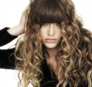 winter-hairstyle-curl-with-bangs