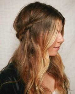sleeked-half-up-side-braid