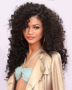 Zendaya-Coleman-Long-Curly-Hairstyle