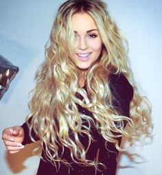 long-crimped-hairstyle-with-highlights