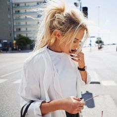 messy-pony-tail-for-women-in-30
